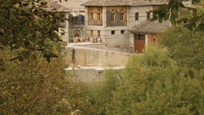Κατώγι Αβέρωφ – Ένα ατμοσφαιρικό ξενοδοχείο με έντονο οινικό αποτύπωμα