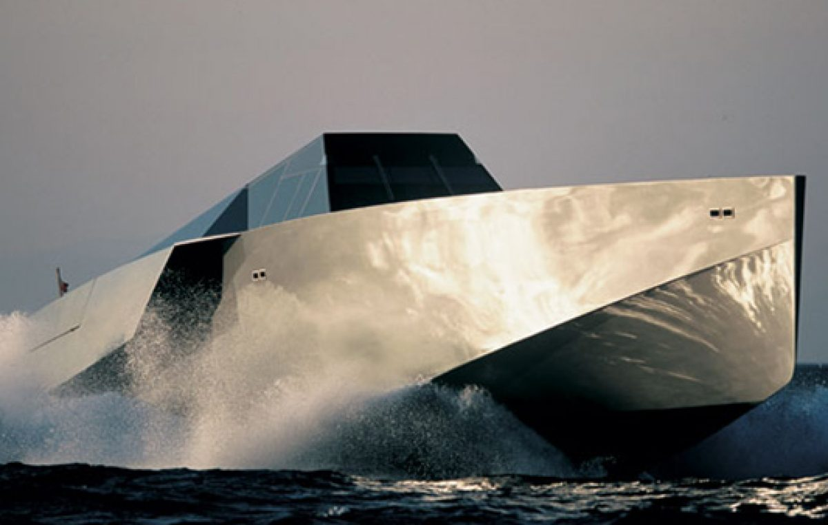 Το κάθετο σχήμα πλώρης της Wally-Η νέα αντίληψη στη σχεδίαση των express mega yachts