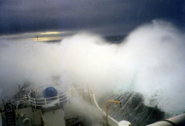 sea_storm_boat