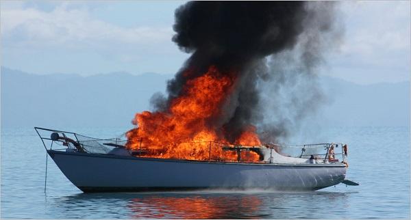 Φωτιά στο σκάφος