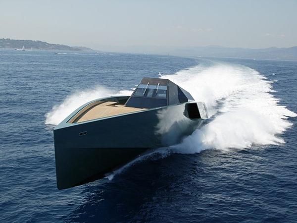 Το σκάφος του... Μπάτμαν στη Μύκονο