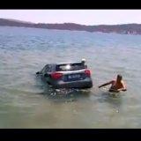 Σαλαμίνα: Αυτοκίνητο έπεσε στην θάλασσα! (video)